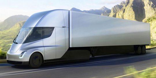 Si chiama Semi il camion elettrico della Tesla